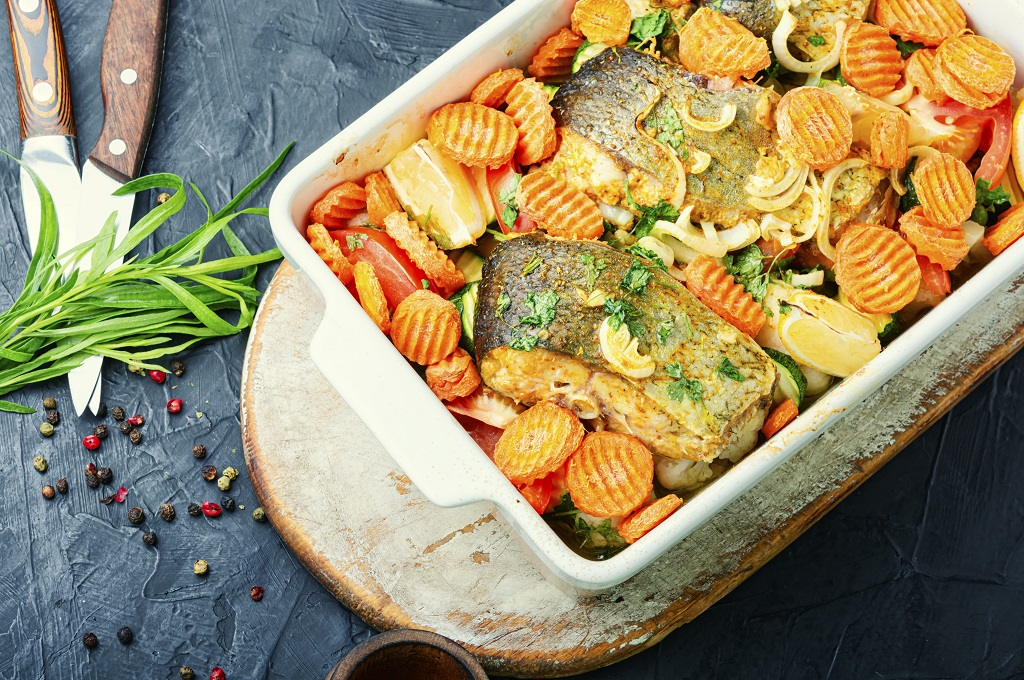 baked fish with vegetables and herbs