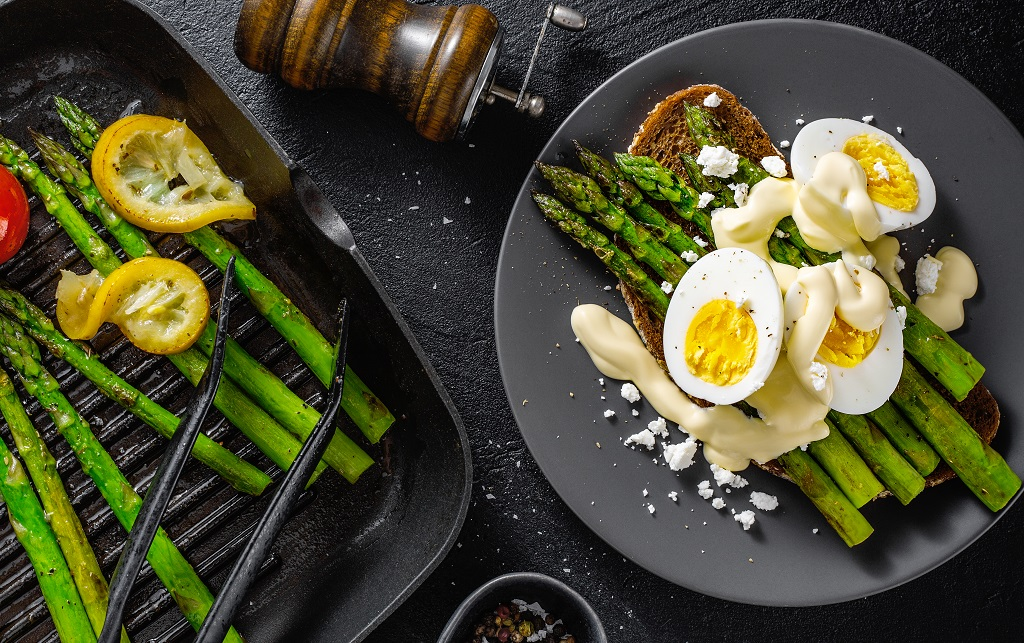 hard boiled eggs over asparagus and toast topped with bearnaise sauce
