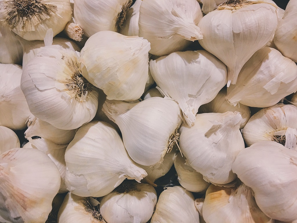 white garlic at the grocery store produce section